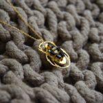 Sautoir doré scarabée